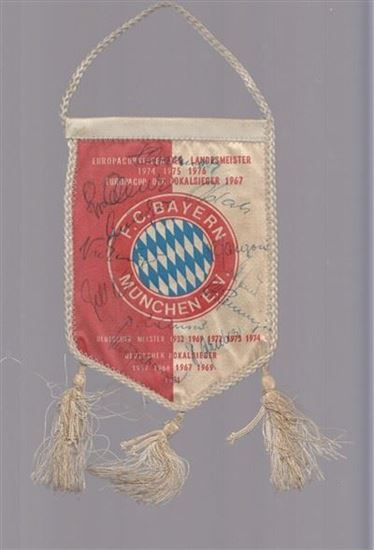 Picture of Bayern Munchen autographed mini flag 1977/78
